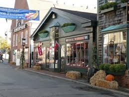 are there many stores open in newport ri in november on weekends