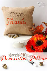 simple diy decorative pillow for thanksgiving
