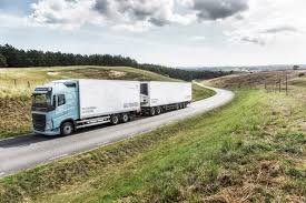 volvo long haul trucks volvo trucks u0027 new gas trucks cut co2 emissions by 20 to 100