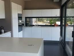 cuisine moderne ilot cuisine moderne ilot central 12 laque blanc et noir pur