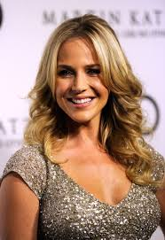 long hairstyles layered part in the middle hairstyle julie benz layered long middle part loose wavy hairstyle