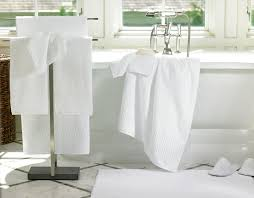 bathroom comfortable white linum bath towels set for luxury hotel