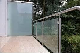 windschutz balkon plexiglas balkon sichtschutz plexiglas windschutz fr balkon aus plexiglas