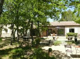chambre d hote gordes a la vente maison d hôtes à gordes avec piscine et jardin planté de