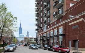 as apartment rents rise a majority of chicago renters are staying