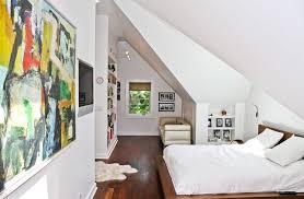 decoration chambre comble avec mur incliné chambre mansardée 30 idées d aménagement et de déco