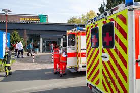Jugendfeuerwehr Wiesbaden112 De Reizgas In Schule Versprüht U2013 64 Verletzte In Runkel Wiesbaden112 De