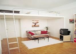 mezzanine dans une chambre chambre à coucher deco simple appartement petit espace chambre