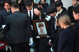 bid farewell wailing fans bid farewell to lead singer of south korean boy band