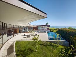 residence in los angeles that overlooks the panorama of ocean and