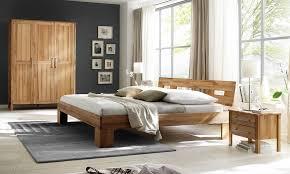 Schlafzimmer Mit Betten In Komforth E Kernbuche Schlafzimmer Mit Schrank Und Bett Und Nachttischen