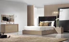 chambre avec lit noir lit rond design pour la chambre adulte moderne en 36 id es chambre