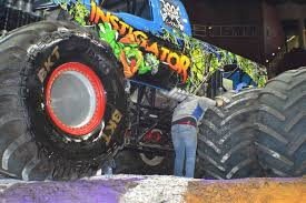 monster trucks youtube grave digger show pensacola zombie hunter youtube grave digger freestyle jam