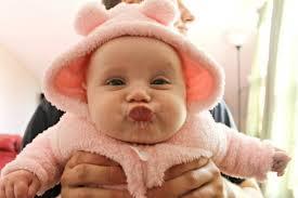hilarisch check de gezichtsuitdrukkingen poepende baby s