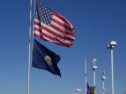 Idaho State Flag Printable File Us And Idaho State Flag Flying Jpg Wikimedia Commons
