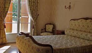chambre de travail chambre louis xv un travail de tapissier au charme désuet atelier