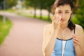 top 6 reasons for eye irritation why do your eyes feel dry and gritty