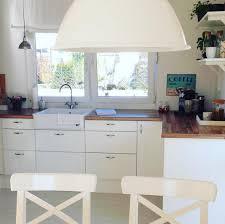 weiße küche mit holz skandinavische küchen die schönheit nordeuropa nach hause