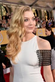 red carpet natalie dormer wore a cool shaved head to the sag awards
