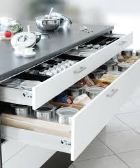 schubladeneins tze k che überraschend geräumig küche co zeigt kreative stauraumlösungen