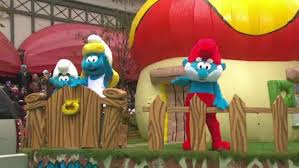 smurf in the macy s thanksgiving day parade