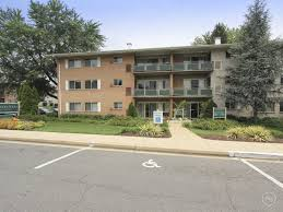 pinewood plaza apartments fairfax va 22031