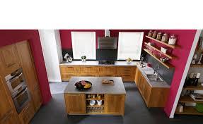 cuisine aragon couleur du mur framboise avec cuisine en bois deco