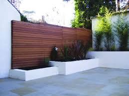 Backyard Fences Ideas by Best 20 Modern Fence Ideas On Pinterest Modern Fence Design