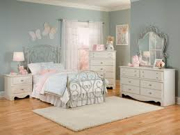 Bedroom Collections In White Furniture Spring Rose Metal Bedroom 4pc Set In White Pearlescent 50250