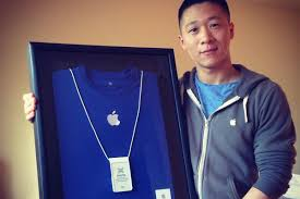 apple business card apple specialist sam sung is selling his last business card for