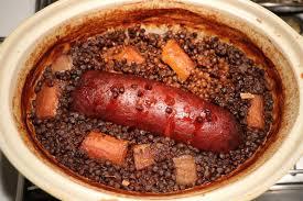 cuisiner saucisse de morteau cuisine facile com saucisse aux lentilles en cocotte