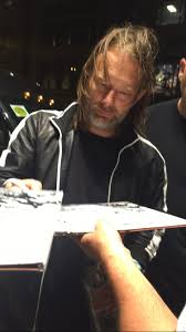 Thom Yorke Meme - rare video of thom yorke signing autographs in chicago on 7 29 16