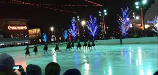 Rosemont Christmas Lights Skating In The Park 2017 2018 Enjoy Illinois
