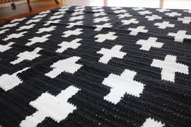 crocheted rug black and white swiss cross ah clipgoo crocheted rug black and white swiss cross ah primitive home decor target home decor
