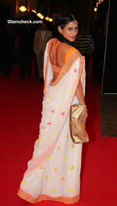 How To Drape A Gujarati Style Saree Sonia Mehra Shows Us How To Sport Gujarati Sari With Minimal Jewellery