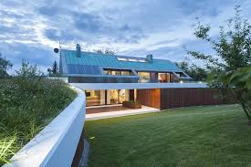 Slanted Roof House The Edge House By Mobius Architecture Contemporist