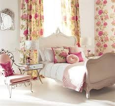 chambre fleurie osez le style fleuri pour votre intérieur ma deco maisons