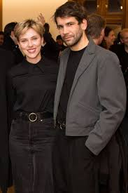 After Hours Formal Wear Scarlett Johansson And Romain Dauriac Pose Together In Nyc Hours