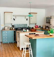 cuisine turquoise du bleu dans la cuisine moody s home