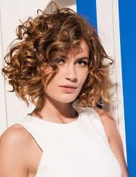 cheveux bouclã s coupe photos coiffure cheveux bouclés pour femmes