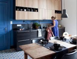 ikea cuisine bois idée relooking cuisine façades en bois hyttan de ikea interiors