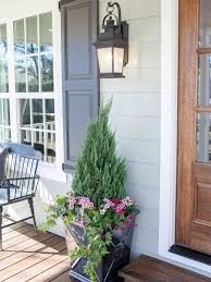 Front Door Planters by Best 25 Front Porch Lights Ideas On Pinterest Porch Lighting