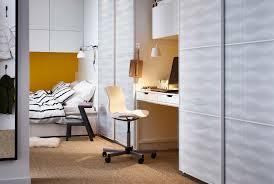 schreibtisch im schlafzimmer büro im schlafzimmer ideen lösungen ikea