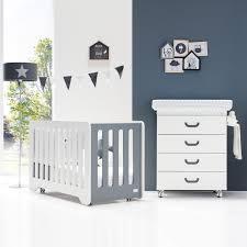 chambre bebe lit et commode chambre bébé lit et commode de alondra chambre bébé moderne