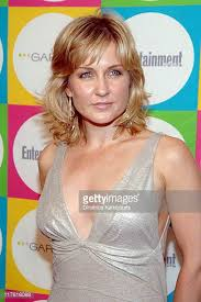 back view of amy carlson s hair amy carlson pictures and photos getty images