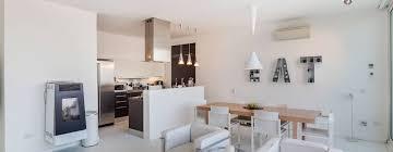 cucine e soggiorno come collegare e separare efficacemente cucina e soggiorno