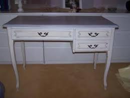 bureau repeint patine et meuble d angle gris de suède