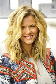 Natural Wavy Hairstyles 35 Easy U0026 Charming Hairstyles For Thick Wavy Hair Hairstyle Insider