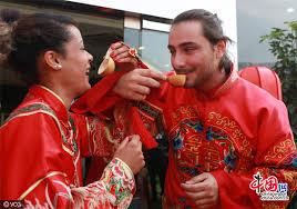 mariage traditionnel des jeunes français s initient à la cérémonie du mariage