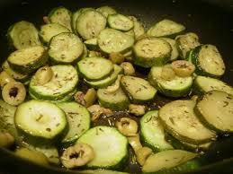 cuisiner des courgettes à la poele poelée de courgettes la cuisine cacher d elsa